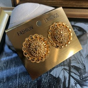 Scalloped earrings